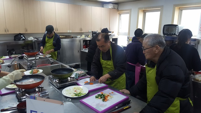 동아리활동(요리)음식 닭볶음탕으로 만들기 시작하였다