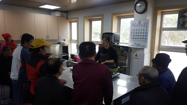 동아리활동(요리 및 영양교육)을 시작하면서 강사님의 조리방법설명